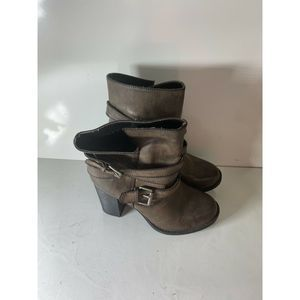Women's Crown Vintage Ankle Boots  Size 6
